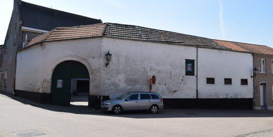 Te renoveren hoeve centrum Hoegaarden
